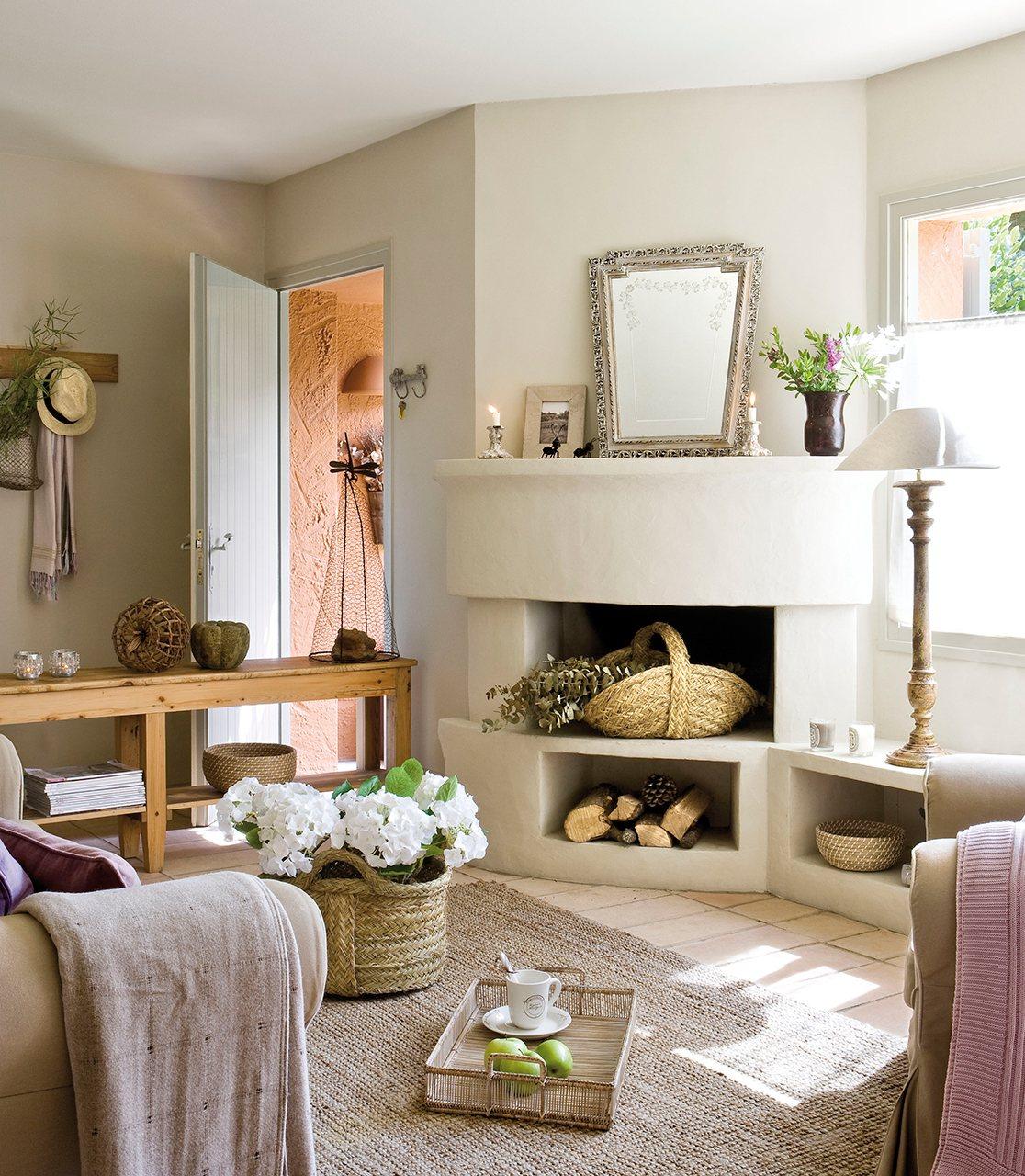 30 salones peque os bien aprovechados con muchas ideas y On pequeno salon con chimenea