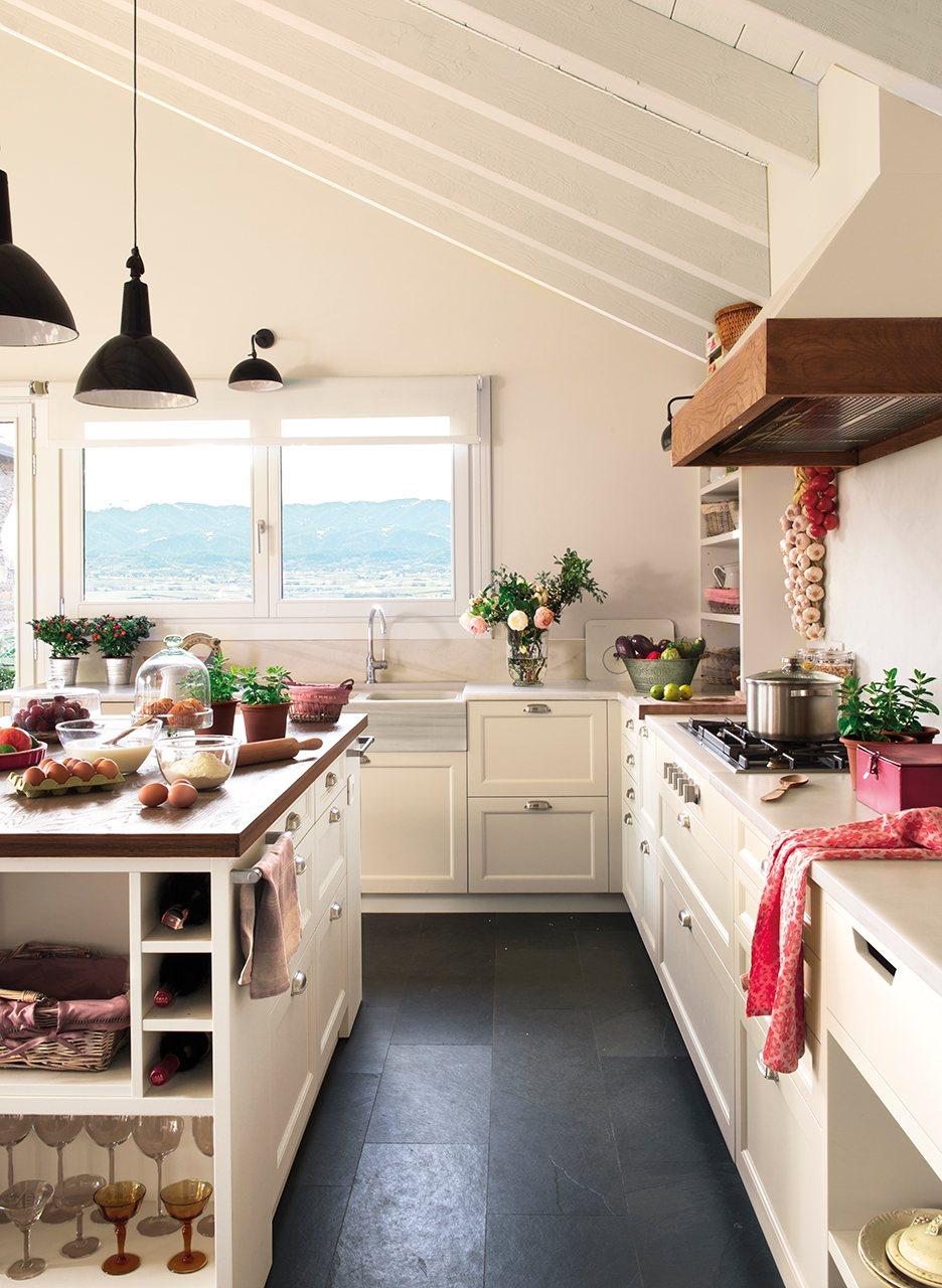 Una casa de monta a diferente c mo decorarla for Cocinas rusticas mallorquinas