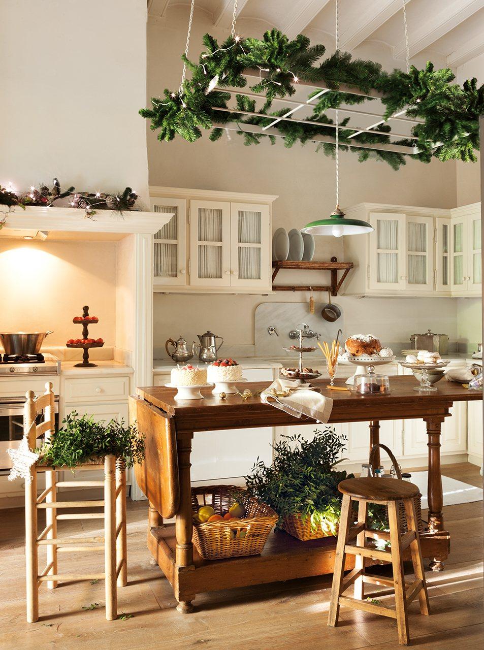 Casa r stica decorada de navidad en blanco - Casas decoradas en blanco ...