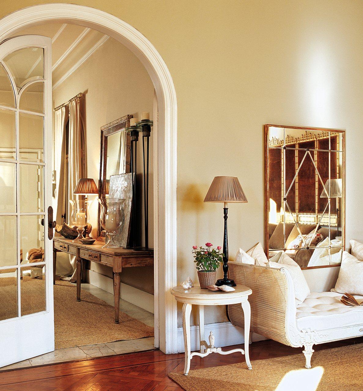 Ampl a tu casa solo con la pintura - Pintura pared salon ...