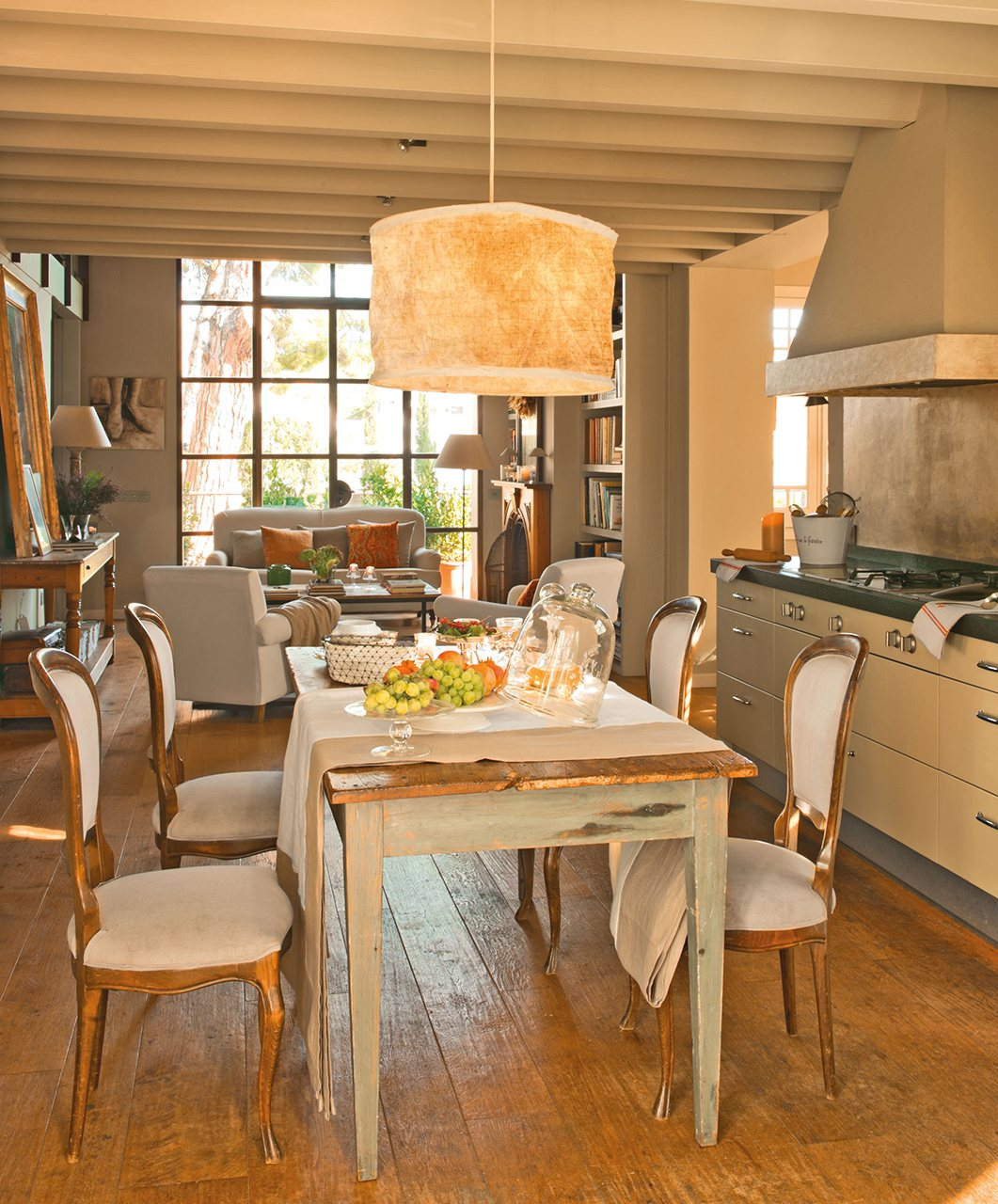 Ideas para ganar metros y ampliar visualmente pisos peque os for Modelos de cocina comedor pequenos