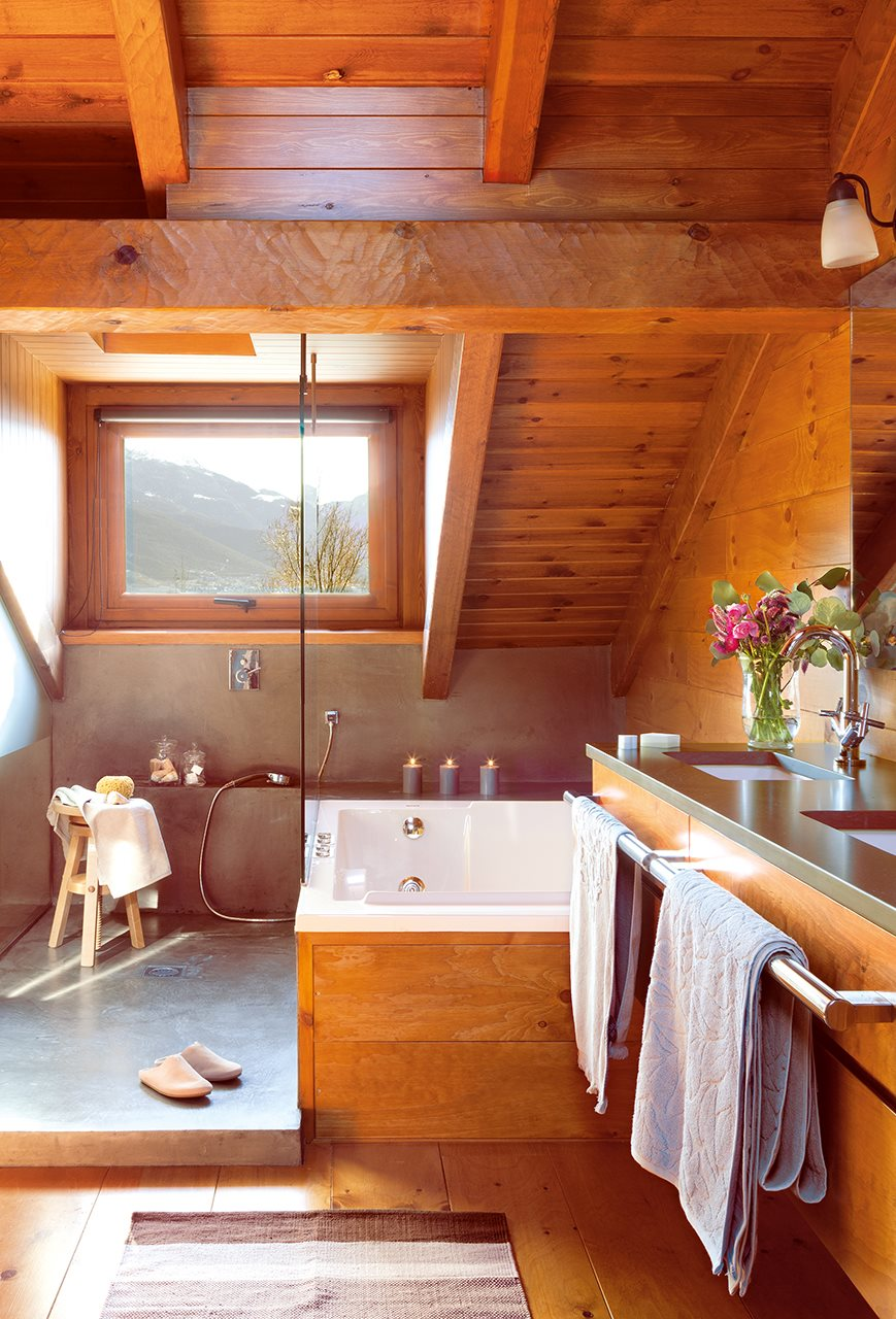 Una cabaña de piedra y madera de pino