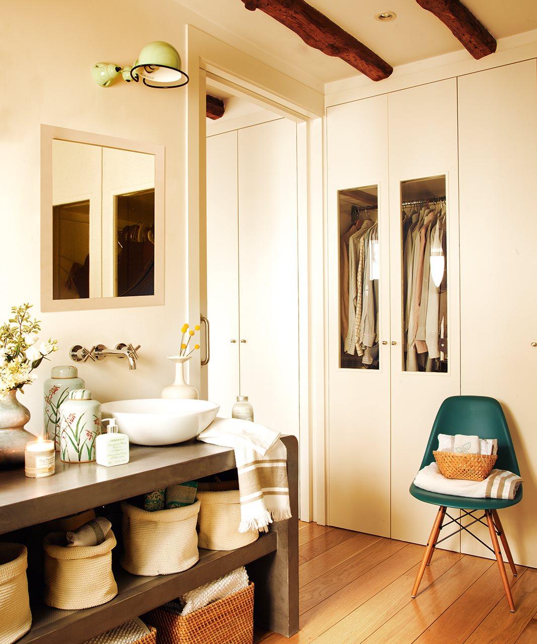 Baño Abierto Al Vestidor:Anterior Un baño abierto al dormitorio y al vestidor Con vestidor y