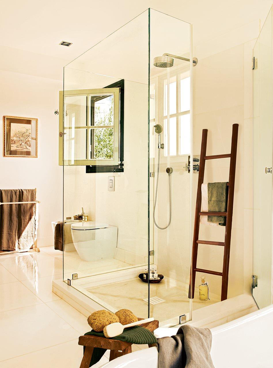 Decorado en blanco amplio y lleno de luz - Mampara cristal ducha ...