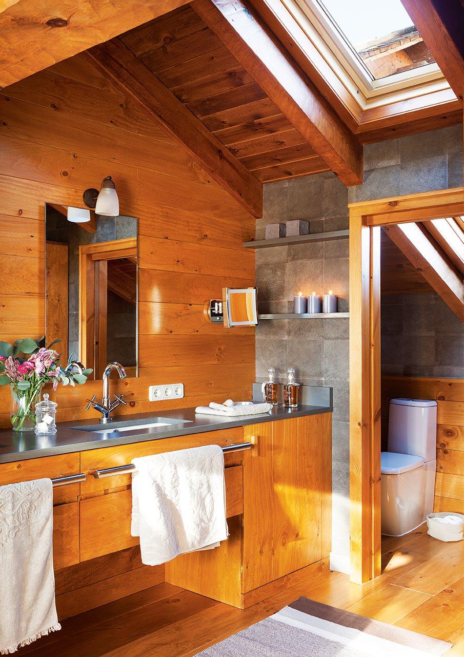En la buhardilla revestido de madera - Casas con buhardilla ...