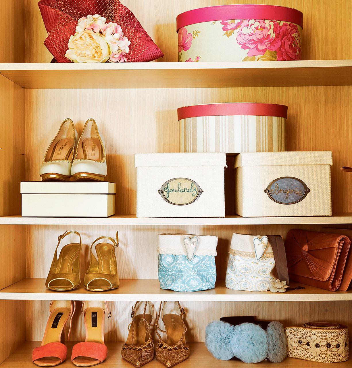 Armarios 10 errores que te hacen perder espacio - Para guardar zapatos dentro armario ...