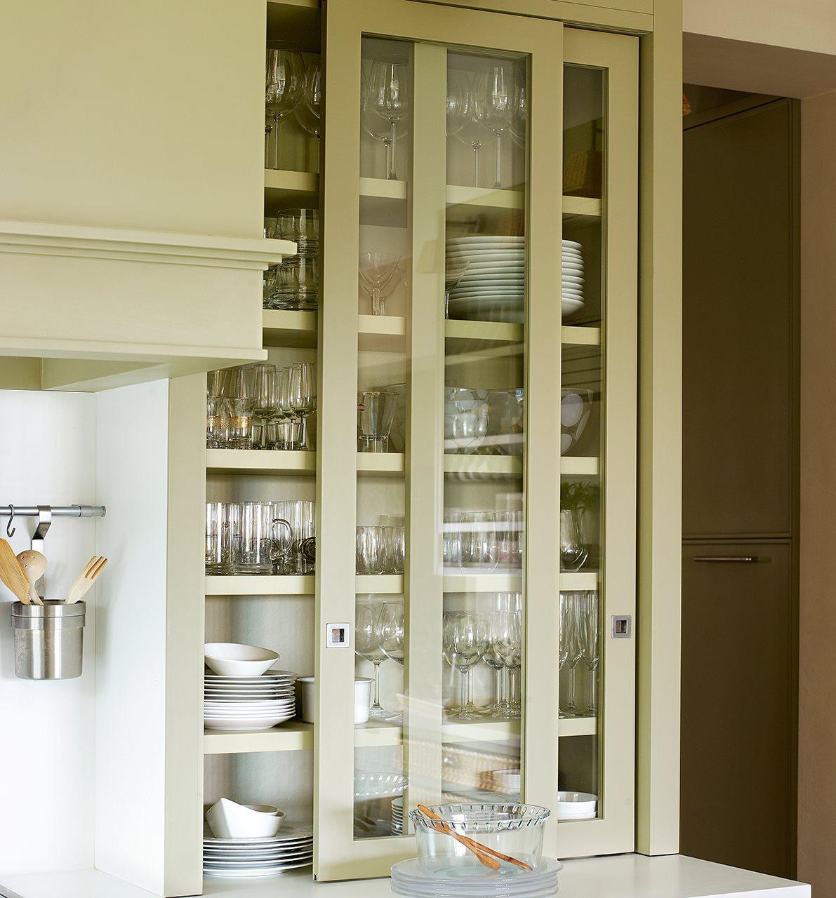 Trucos para organizar la cocina - Vitrinas para vajillas ...