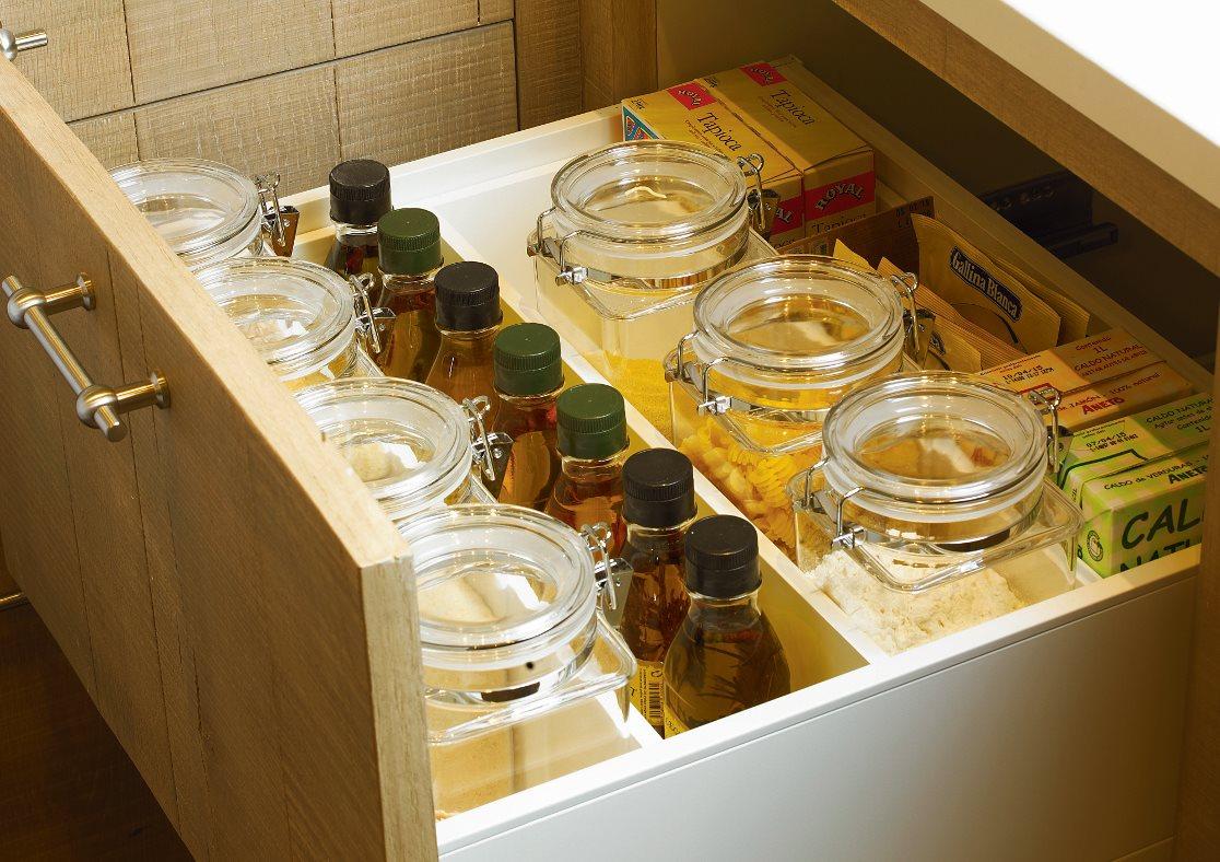 Trucos para organizar la cocina for Separadores cajones cocina