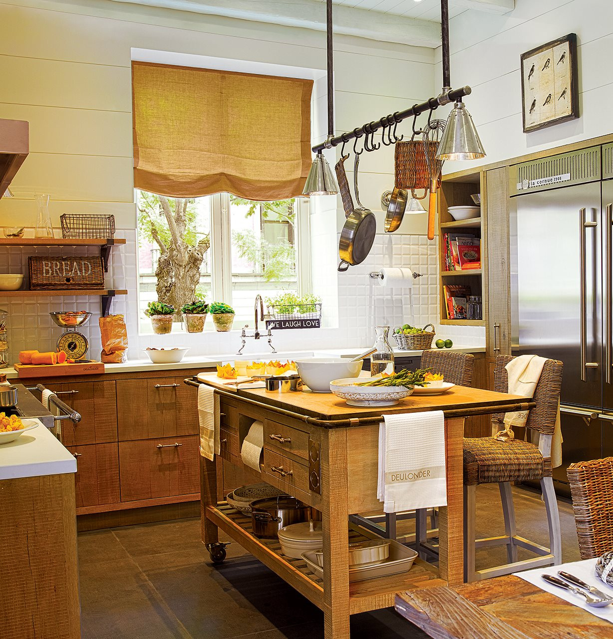 Una cocina de campo en la ciudad - Cocina con isla ...