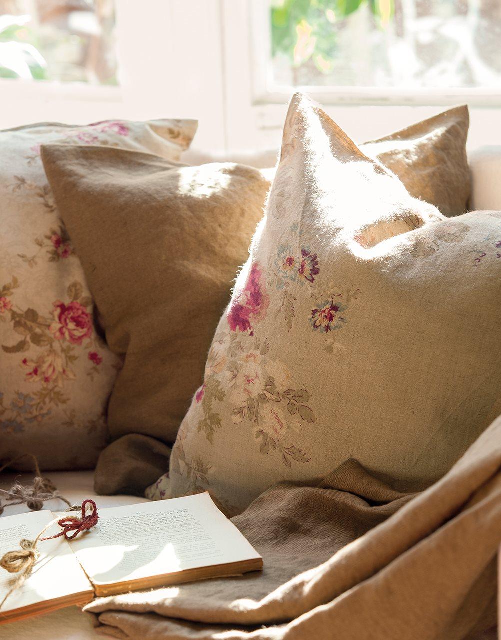 El poder de los cojines un sof de revista - Cojines decorativos para sofas ...