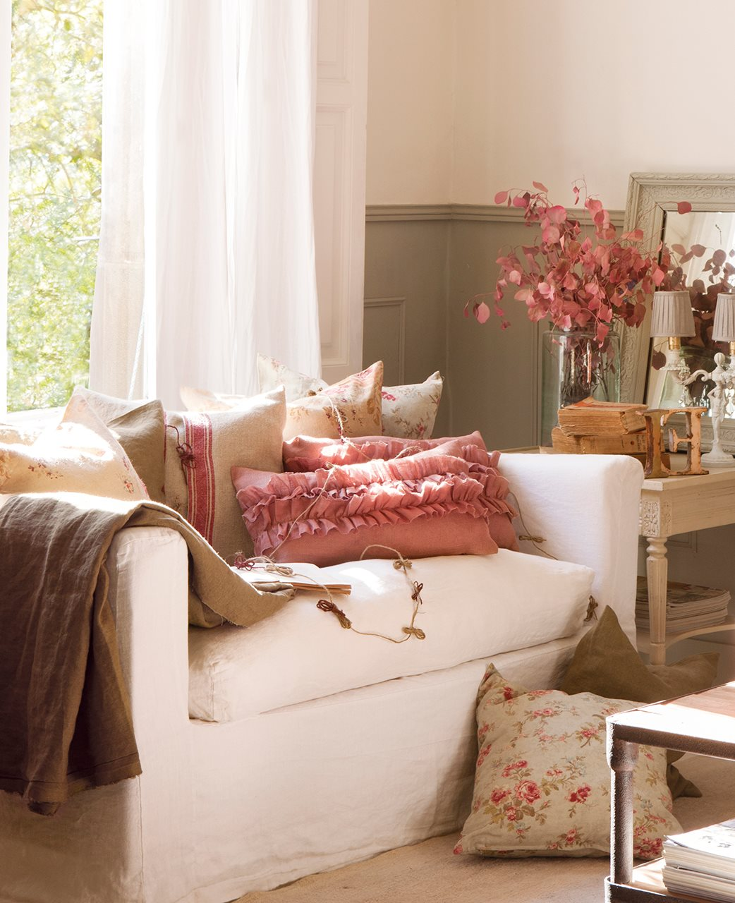 El poder de los cojines un sof de revista - Que poner encima de una comoda ...