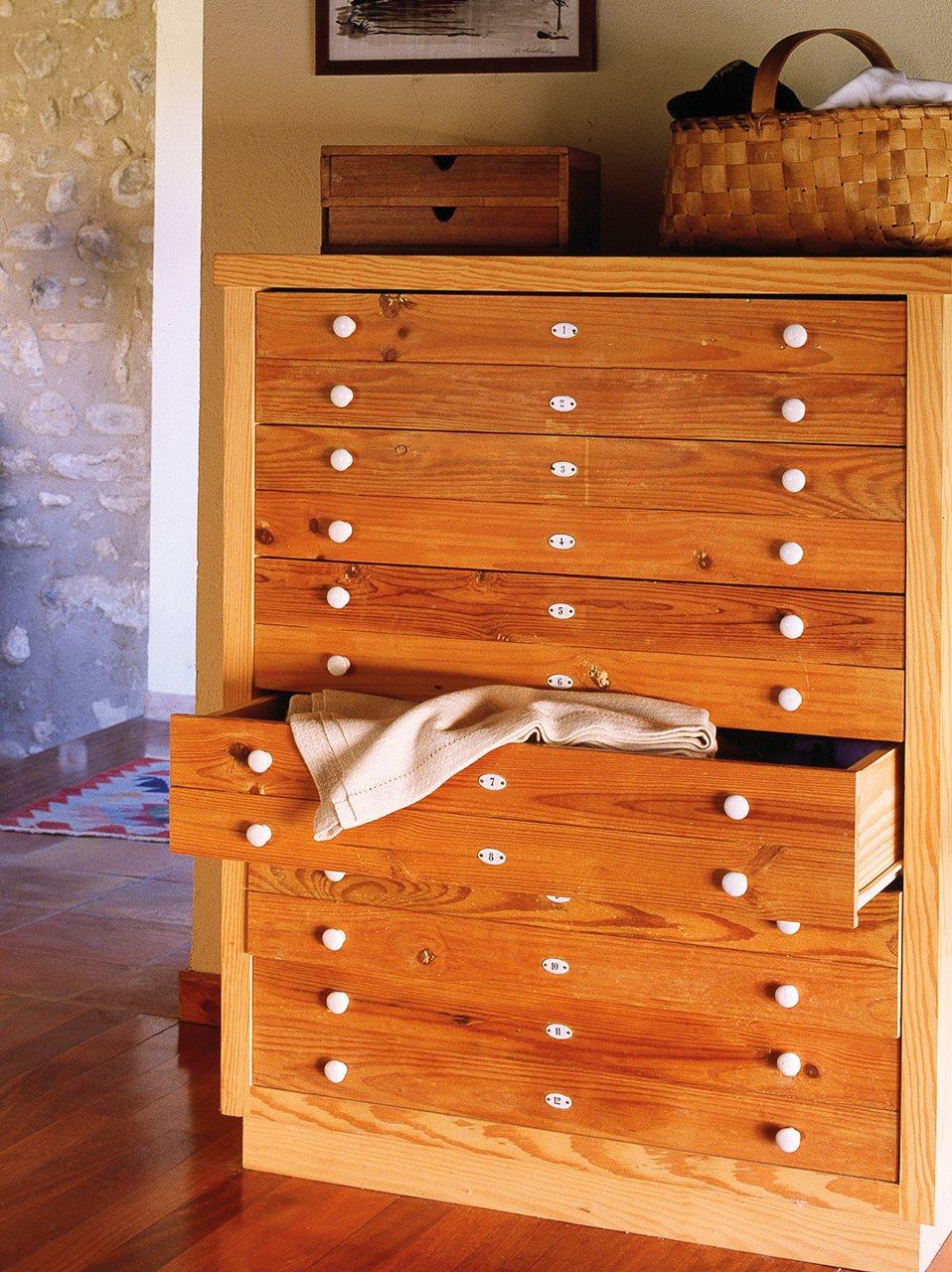 Muebles antiguos recuperados y restaurados - Que poner encima de una comoda ...