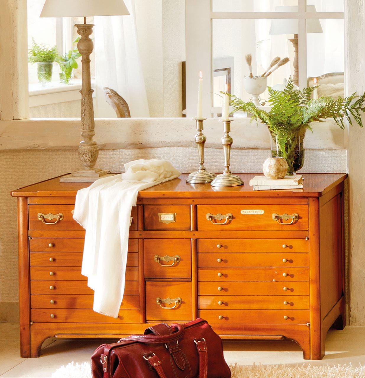 Muebles antiguos recuperados y restaurados for Muebles para despacho