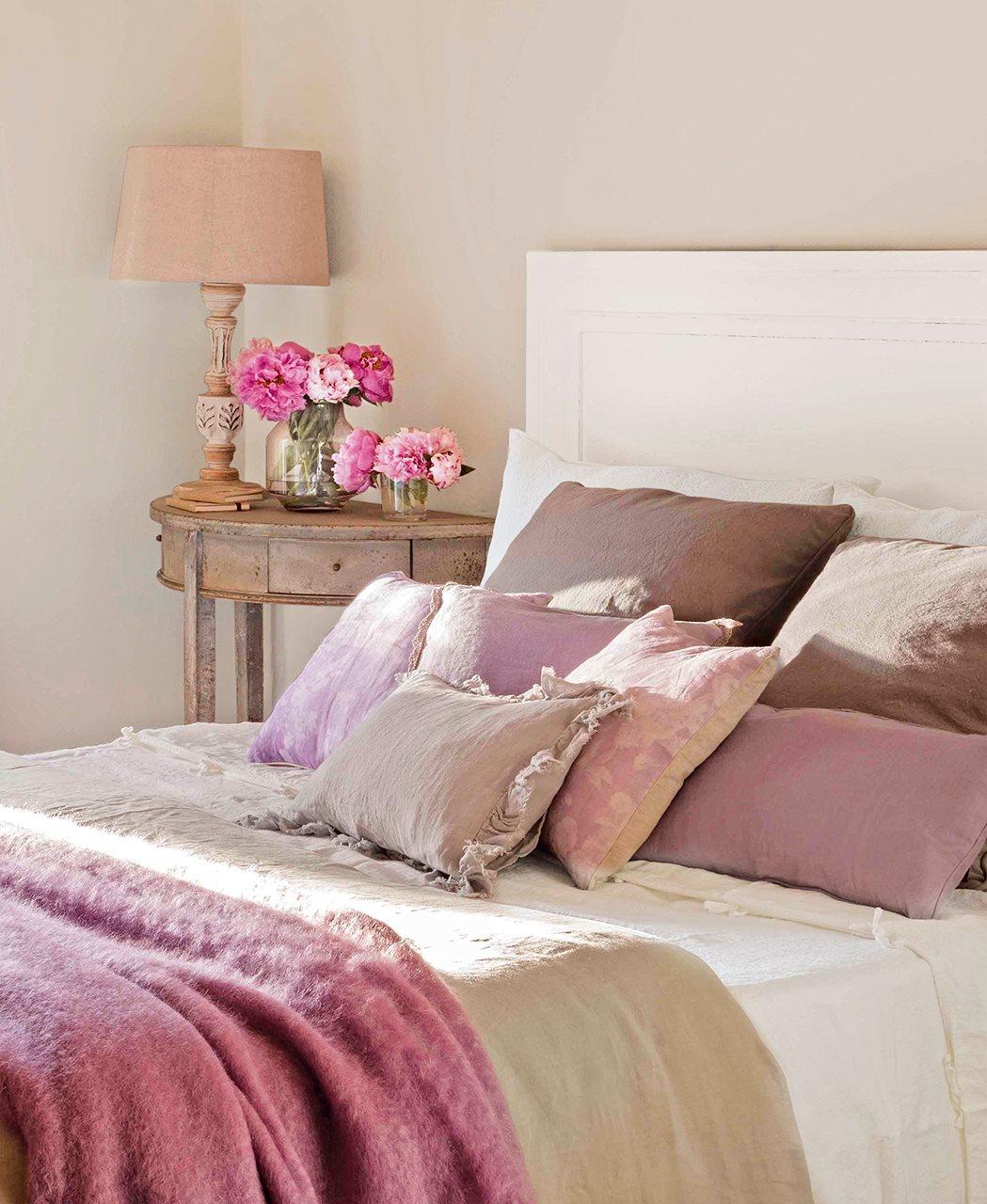 Un dormitorio con cinco estilos diferentes cu l te gusta m s - Cojines pequenos ...