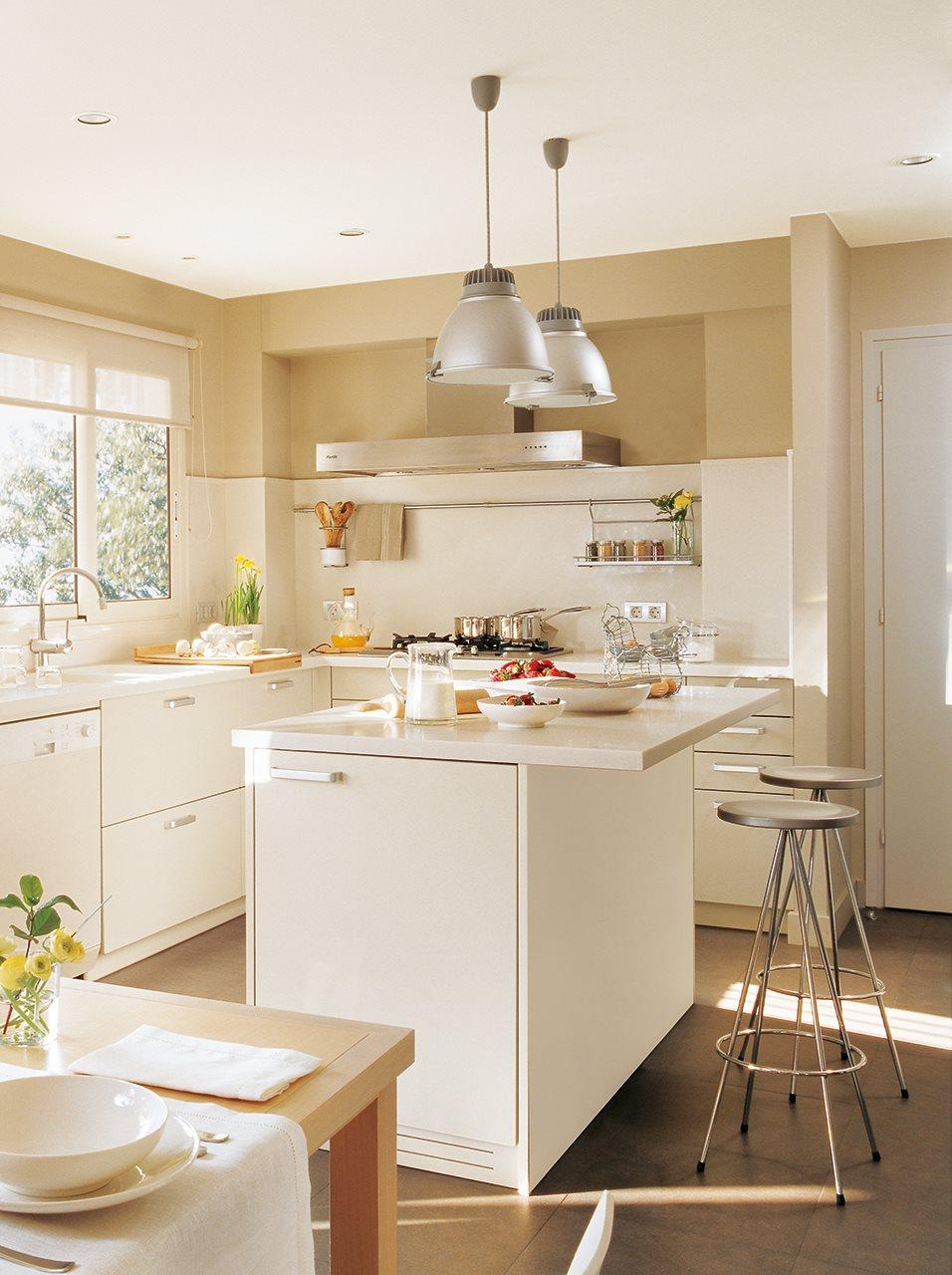 Cocinas para vivir en familia for Cocinas cuadradas con isla