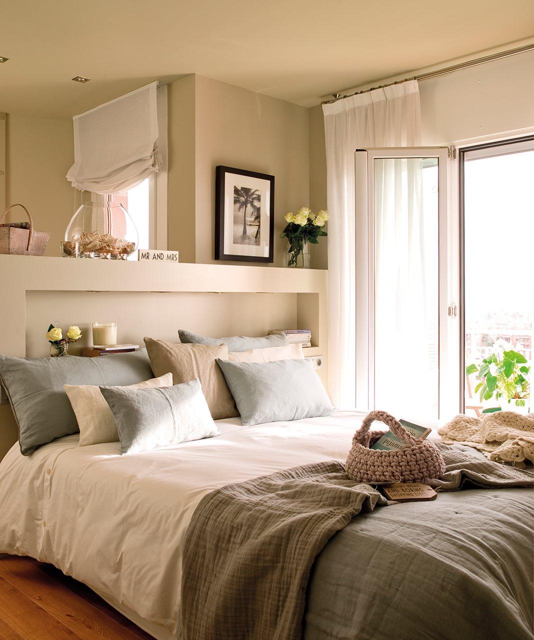 Dos pisos peque os transformados en la casa de una pareja - Decoracion armarios dormitorios ...