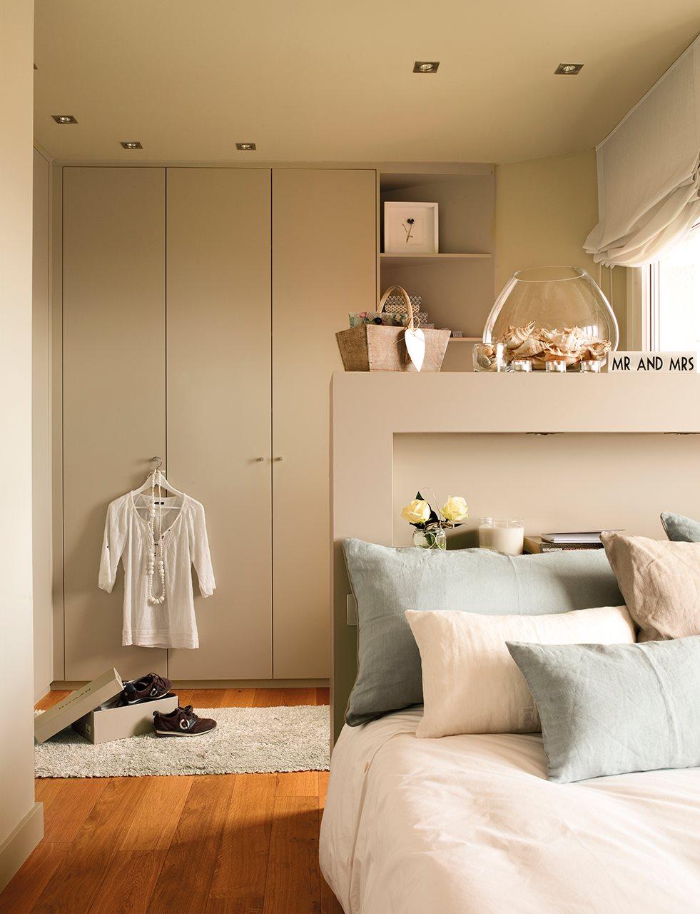 Dos pisos peque os transformados en la casa de una pareja - Cabeceros de obra ...