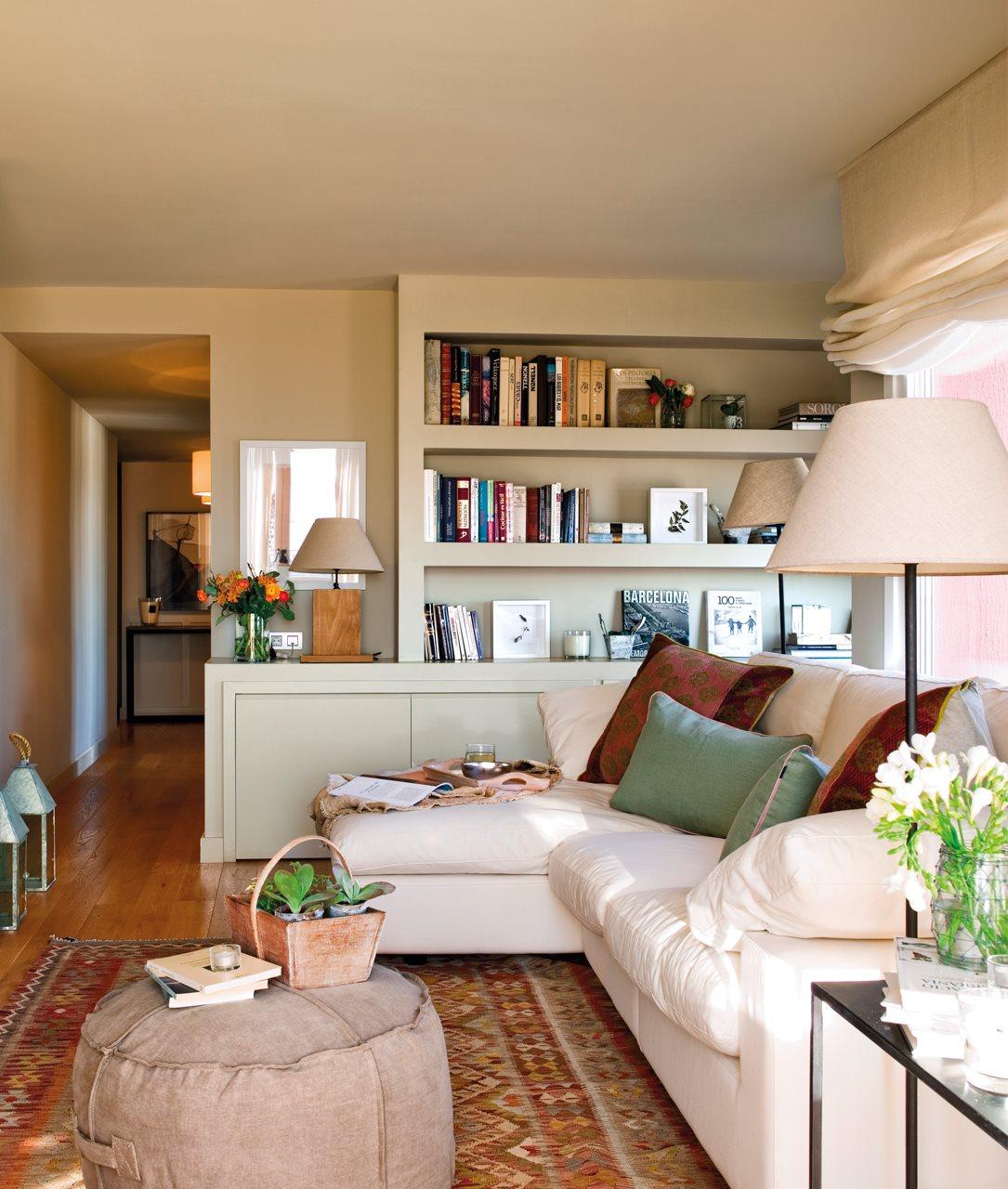 Dos pisos peque os transformados en la casa de una pareja for Mueble salon 3 metros