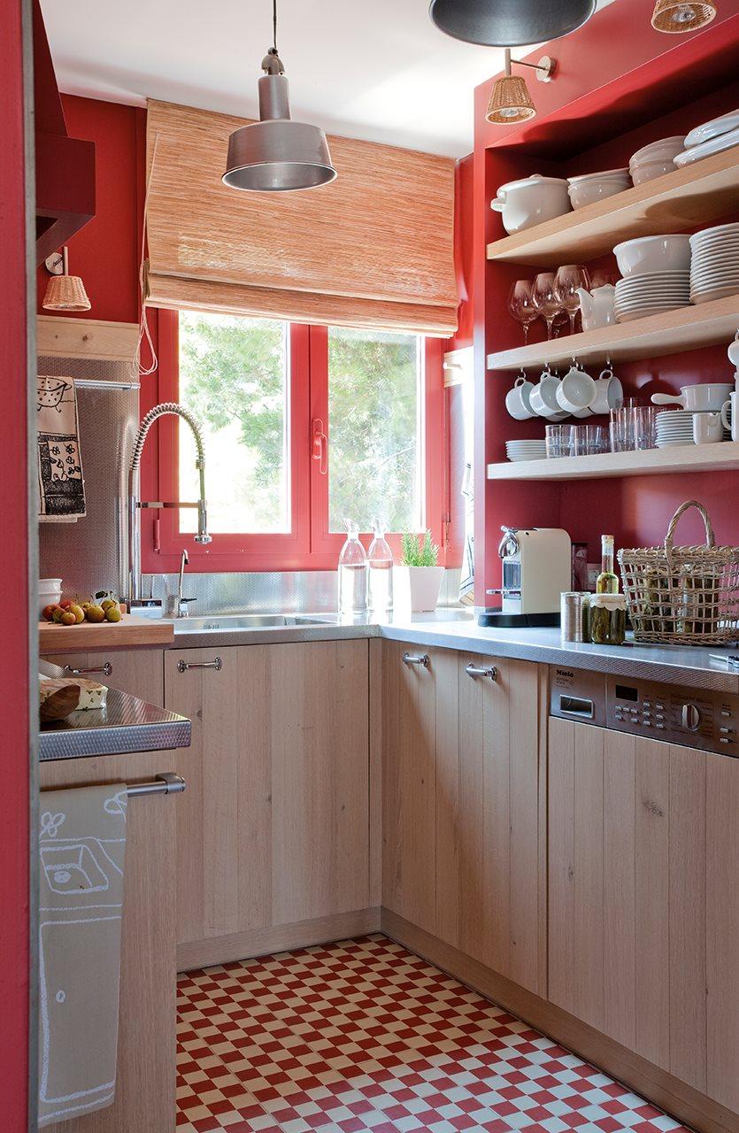 20 ideas para renovar tu casa a todo color for Cocinas color granate