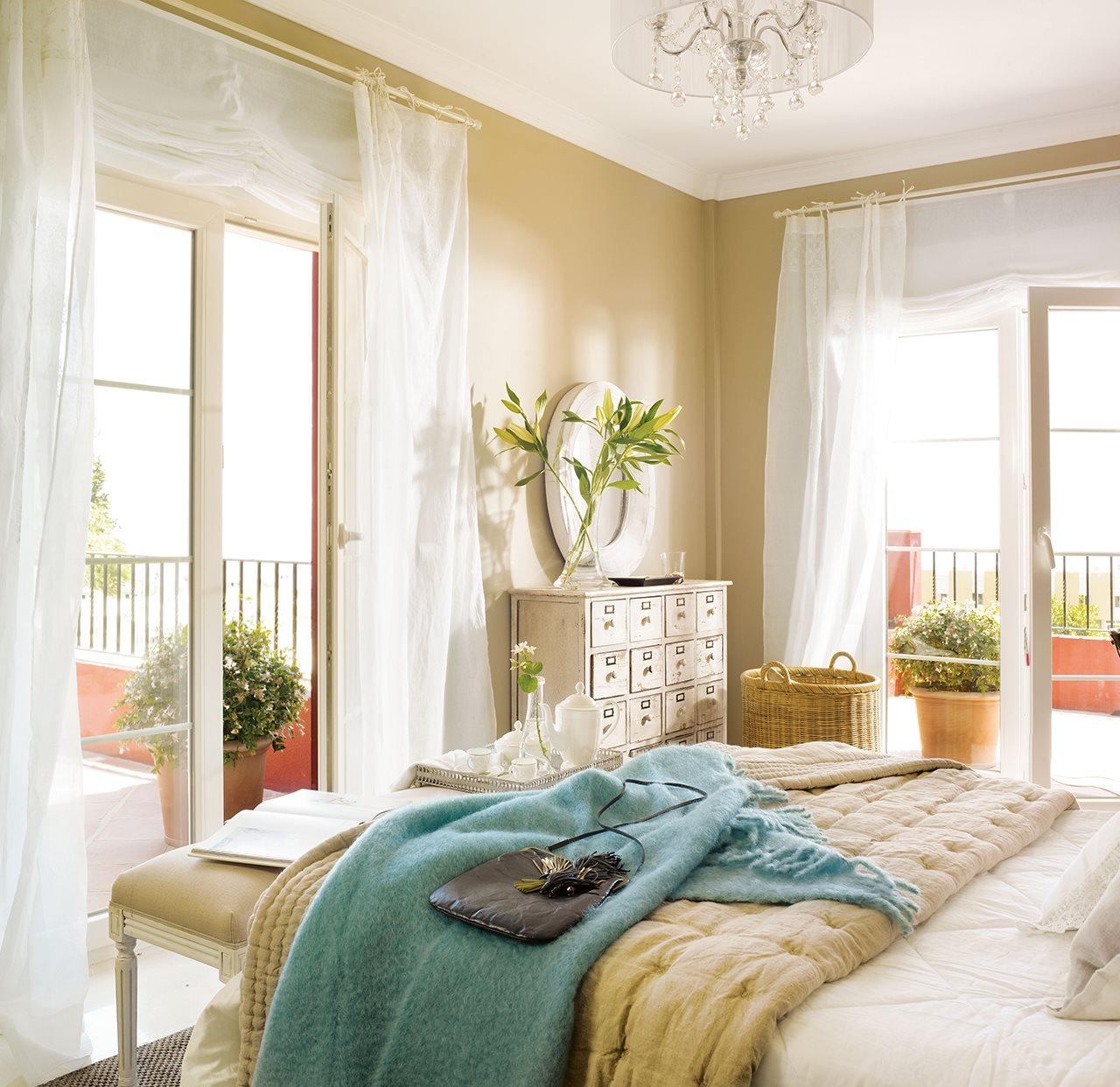 20 ideas para renovar tu casa a todo color - Dormitorio beige ...