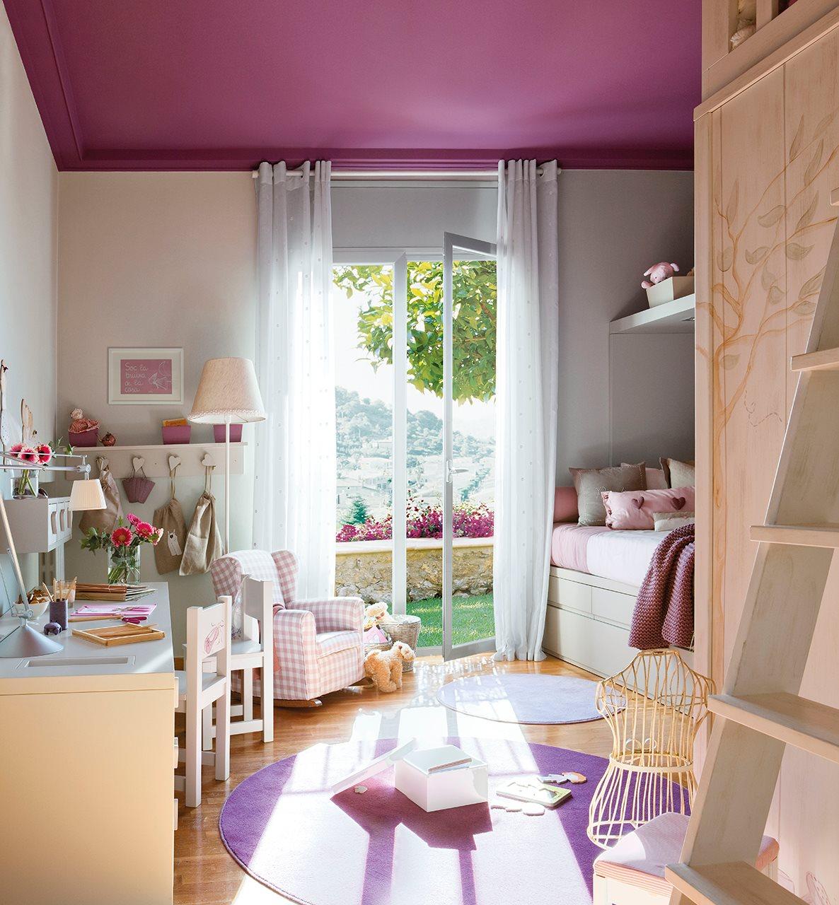 dormitorio infantil con techo en violeta luminoso dormitorio infantil con escritorio y ventanal hacia el - Pintar Habitacion