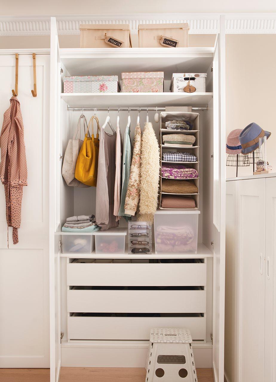 C mo organizar el armario en una espacio para dos - Como revestir un armario ...