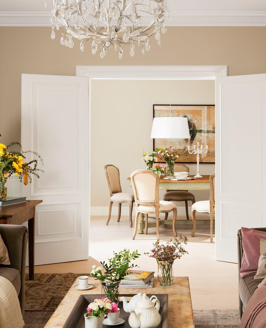 Un piso reformado y pintado de blanco que gan mucha luz - Lamparas para el salon ...
