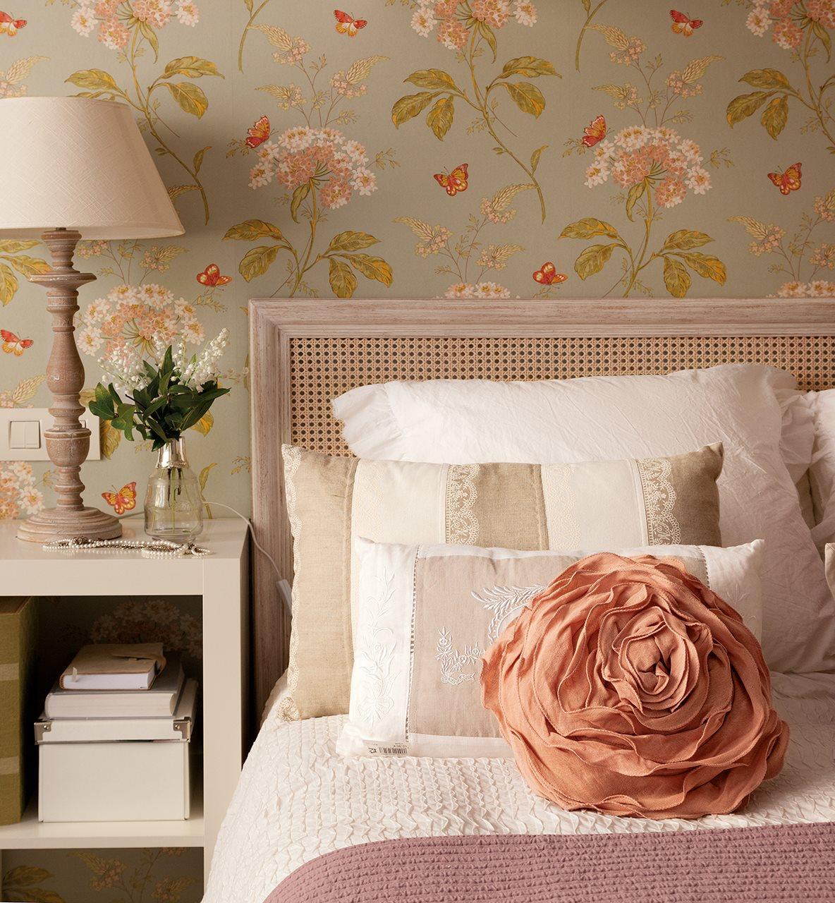 Diez cabeceros distintos adecuados para diferentes necesidades for Cabeceros de cama con papel pintado