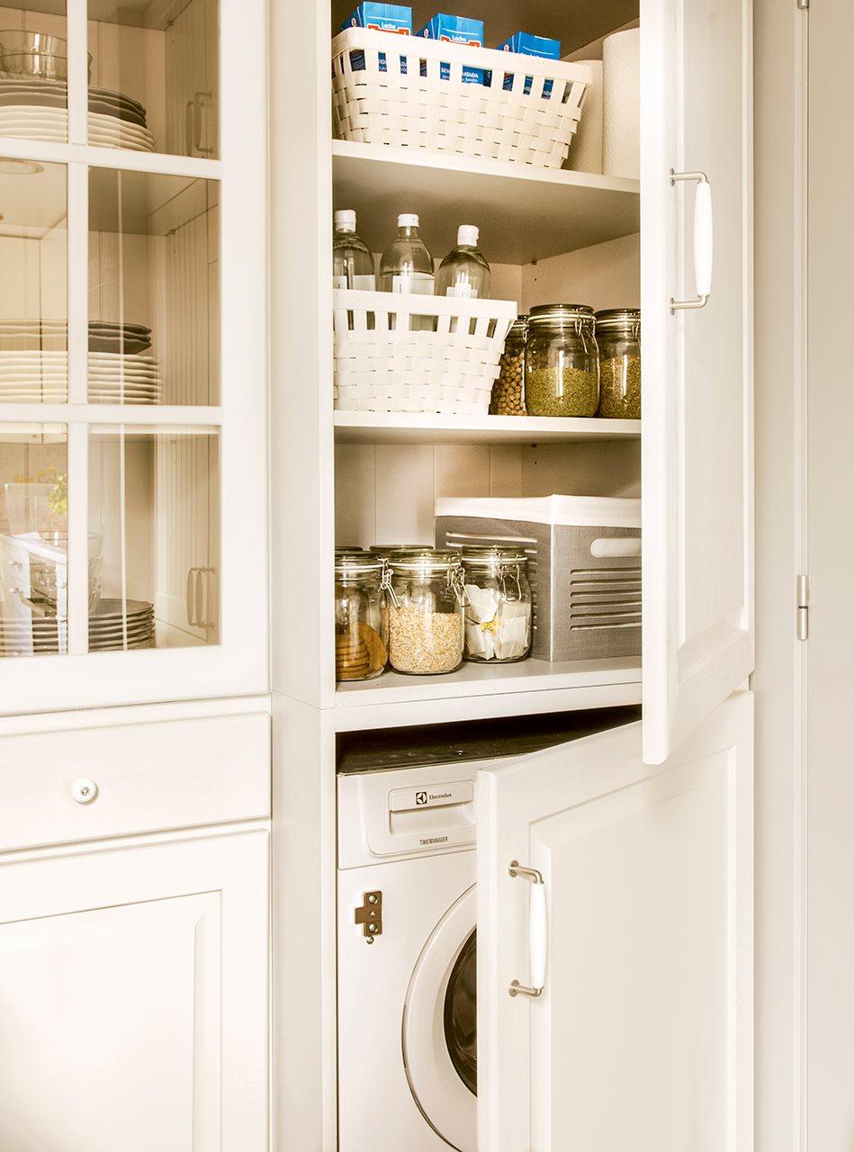 Una cocina muy peque a reformada con buenas ideas for Mueble lavadora secadora