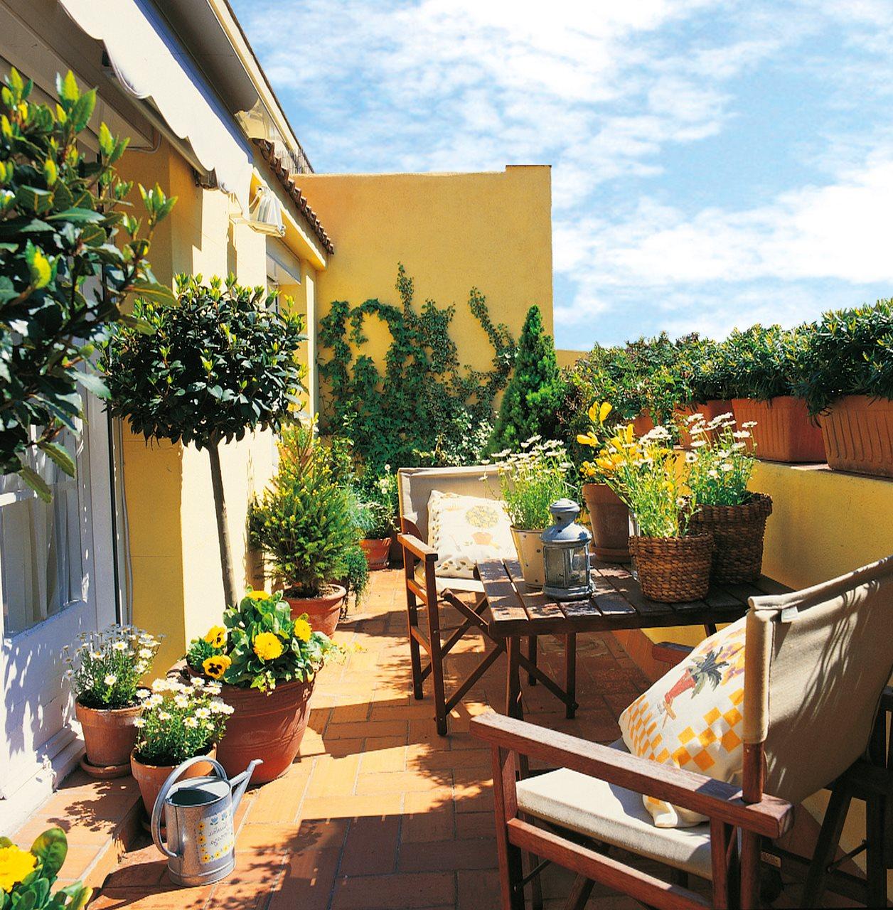 Terrazas de ciudad bien aprovechadas for Decoracion de patios con macetas