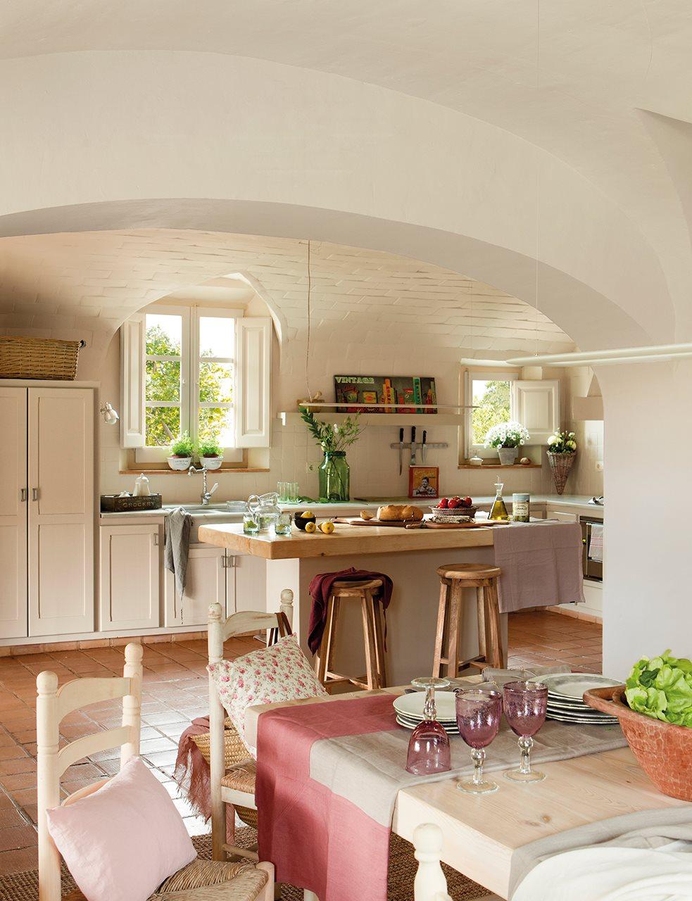 Mas a decorada con estilo vintage for Diseno de cocina francesa