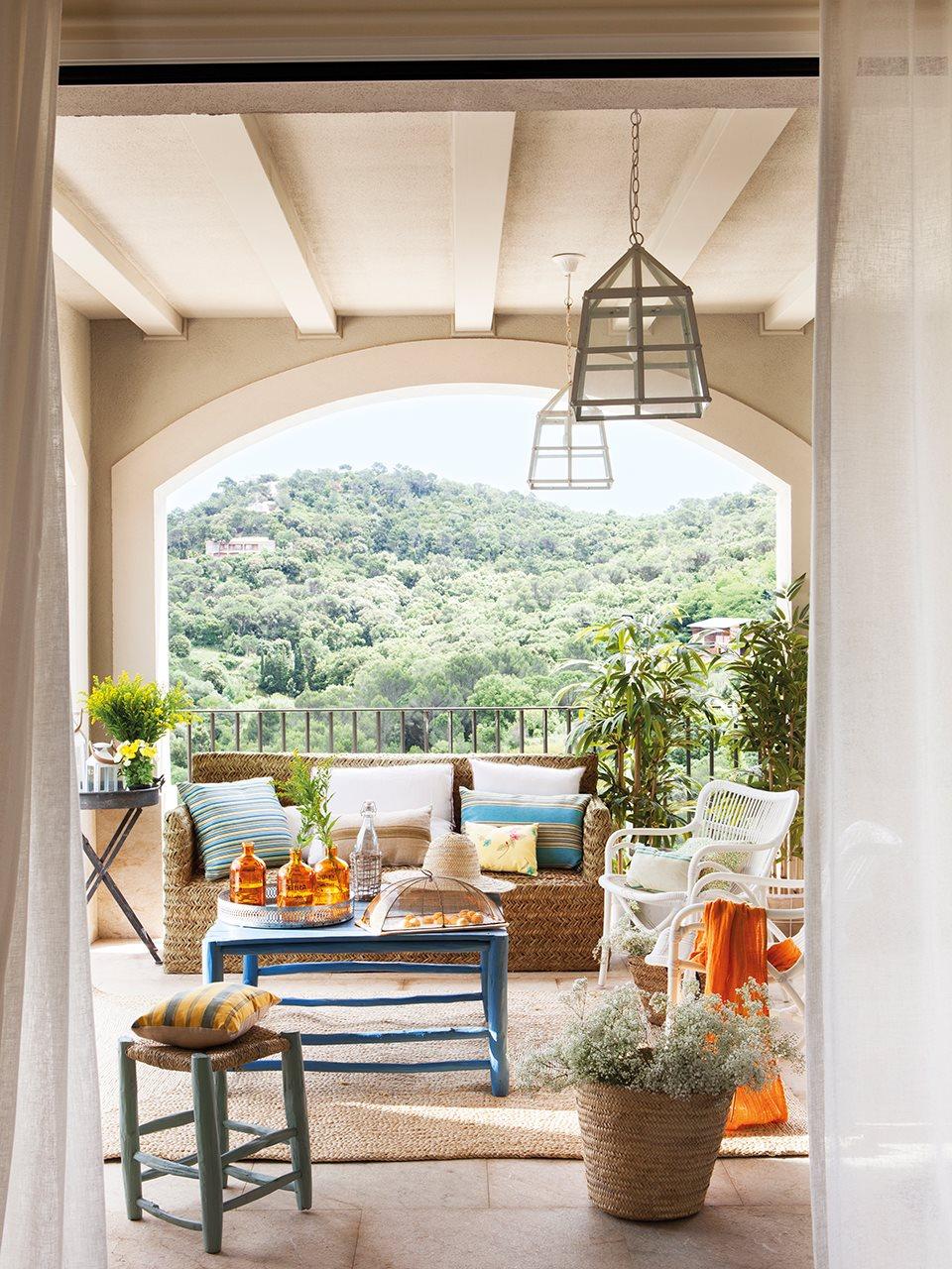 Tres porches tres estilos for Muebles para porches