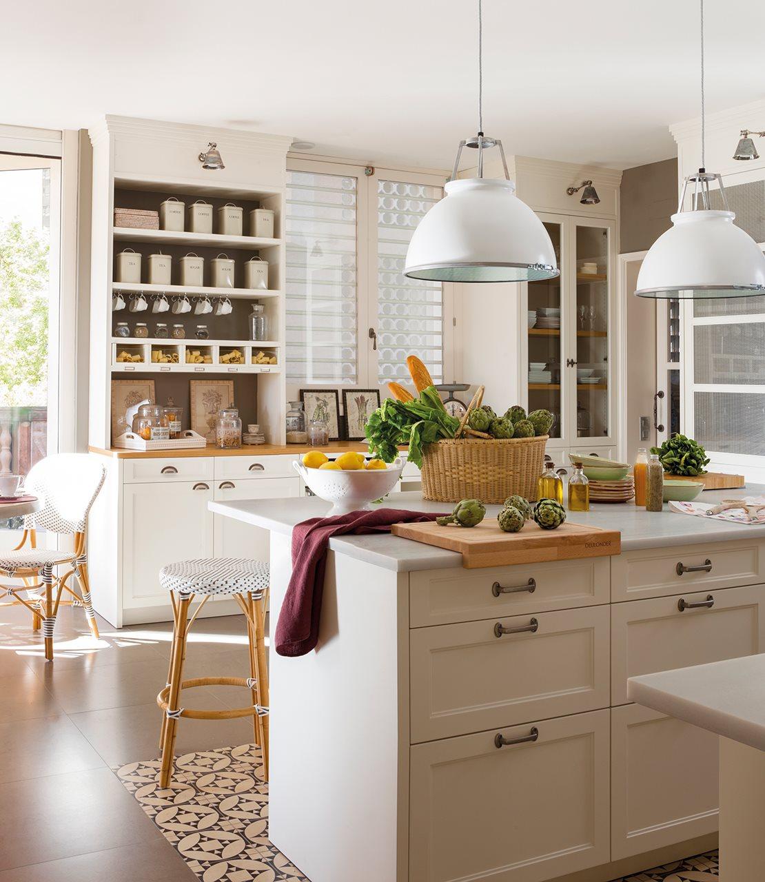 Tres cocinas en blanco y con mucho orden - Cocinas con color ...