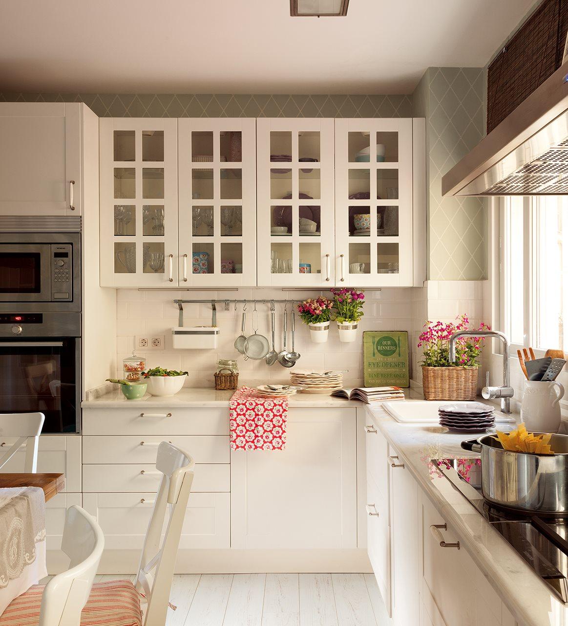 Tres Cocinas En Blanco Y Con Mucho Orden # Los Muebles Tes