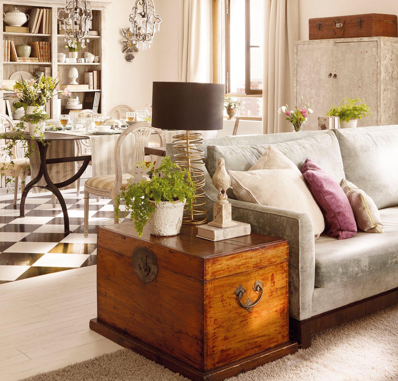 Muebles auxiliares de sal n - Como decorar un baul de madera ...