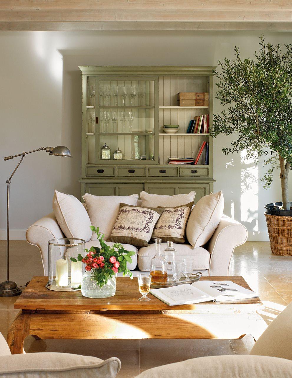 Muebles auxiliares de sal n for Salones con vitrinas