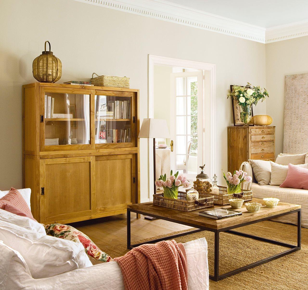 Muebles auxiliares de sal n for Muebles salon madera natural