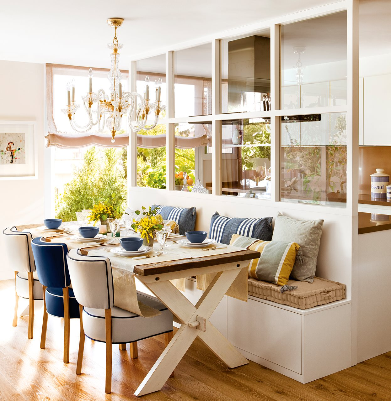 Tr plex con luz for Casa con cocina y comedor juntos