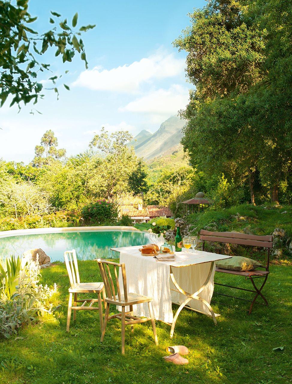 Los 15 mejores comedores de exterior for Estanque jardin pequeno
