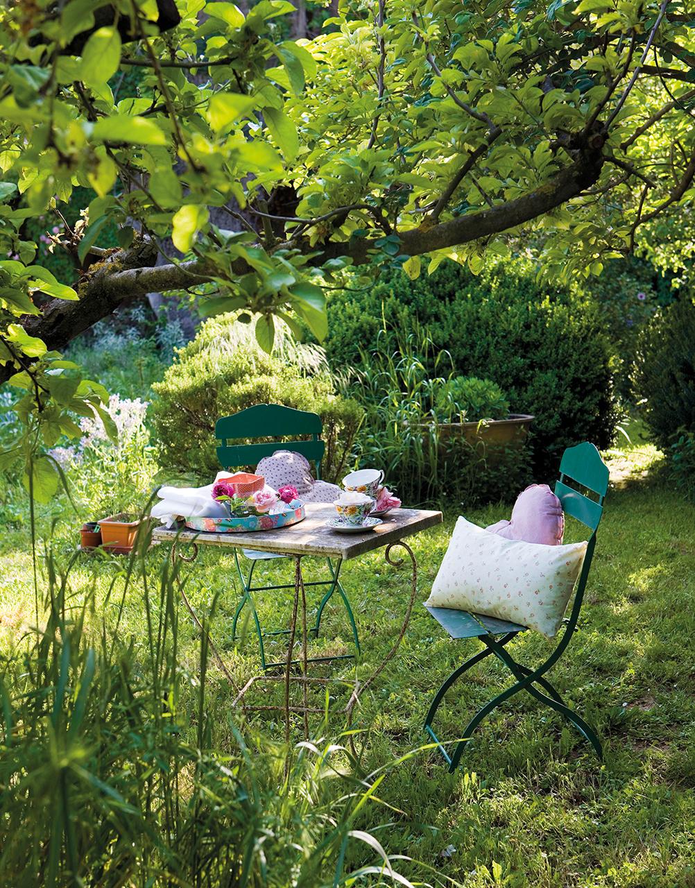 Jardines los 50 m s bonitos de el mueble for Sillas de terraza y jardin