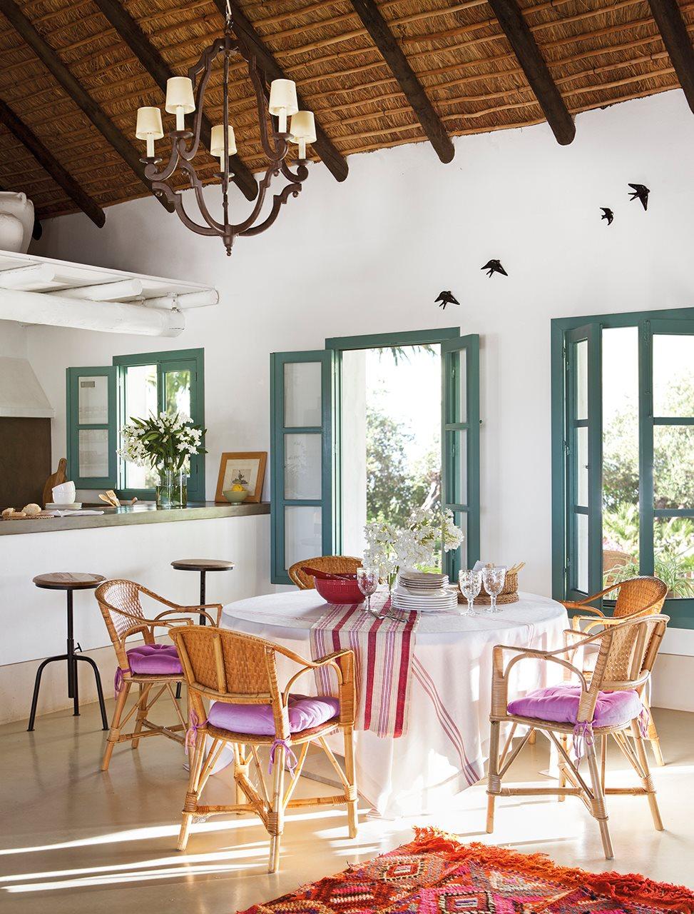 Decoraci n de un cortijo andaluz - Cocinas con colores vivos ...