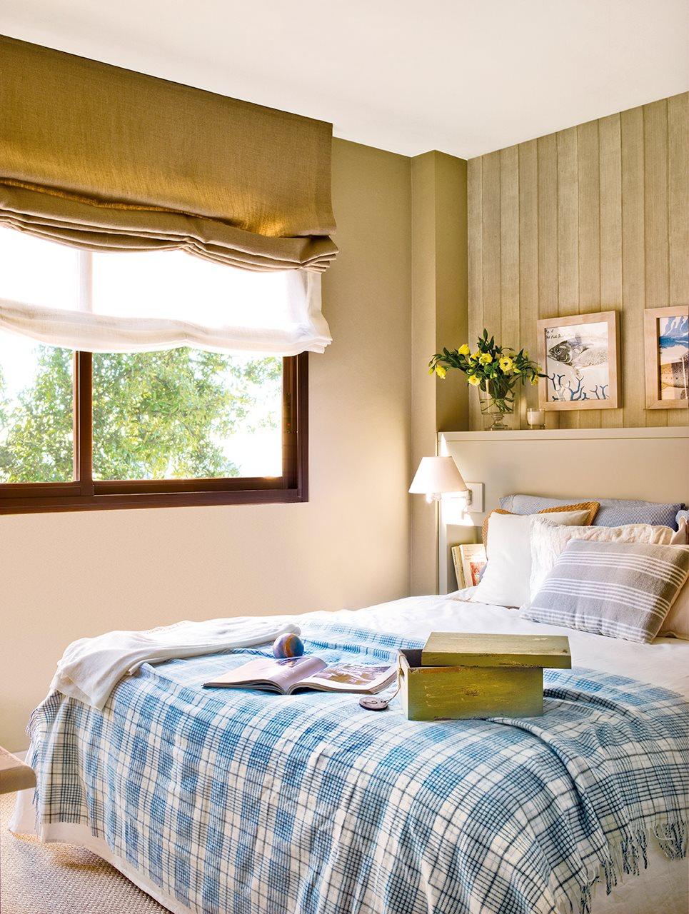 Un piso peque o de playa reformado con estilo - Pared cabecero dormitorio ...