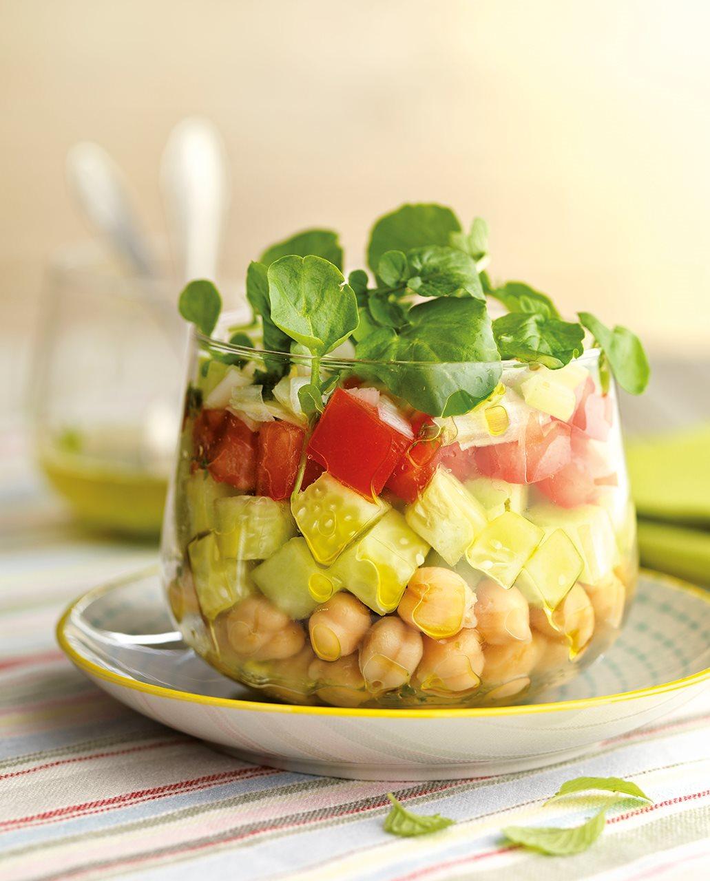 10 platos perfectos para preparar el d a antes for Decoracion de ensaladas