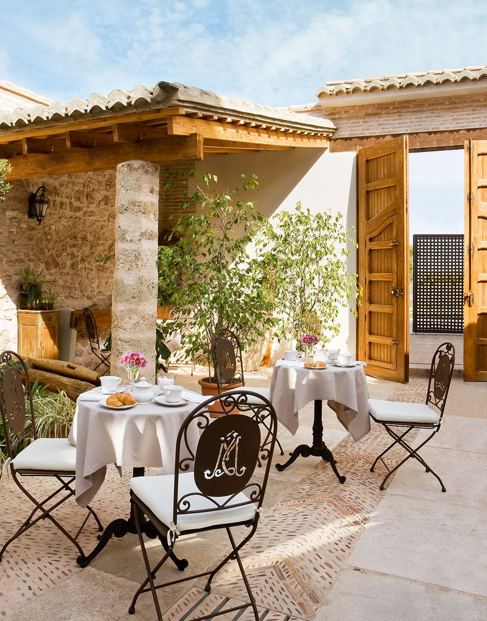 Hoteles con encanto para las vacaciones de verano for Muebles terraza valencia