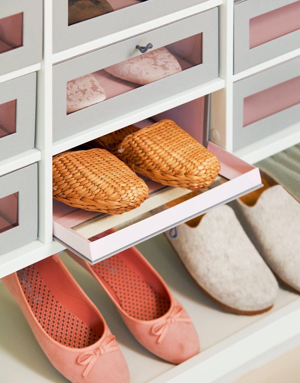 Decorar y renovar el dormitorio con todo for Armario zapatero bauhaus