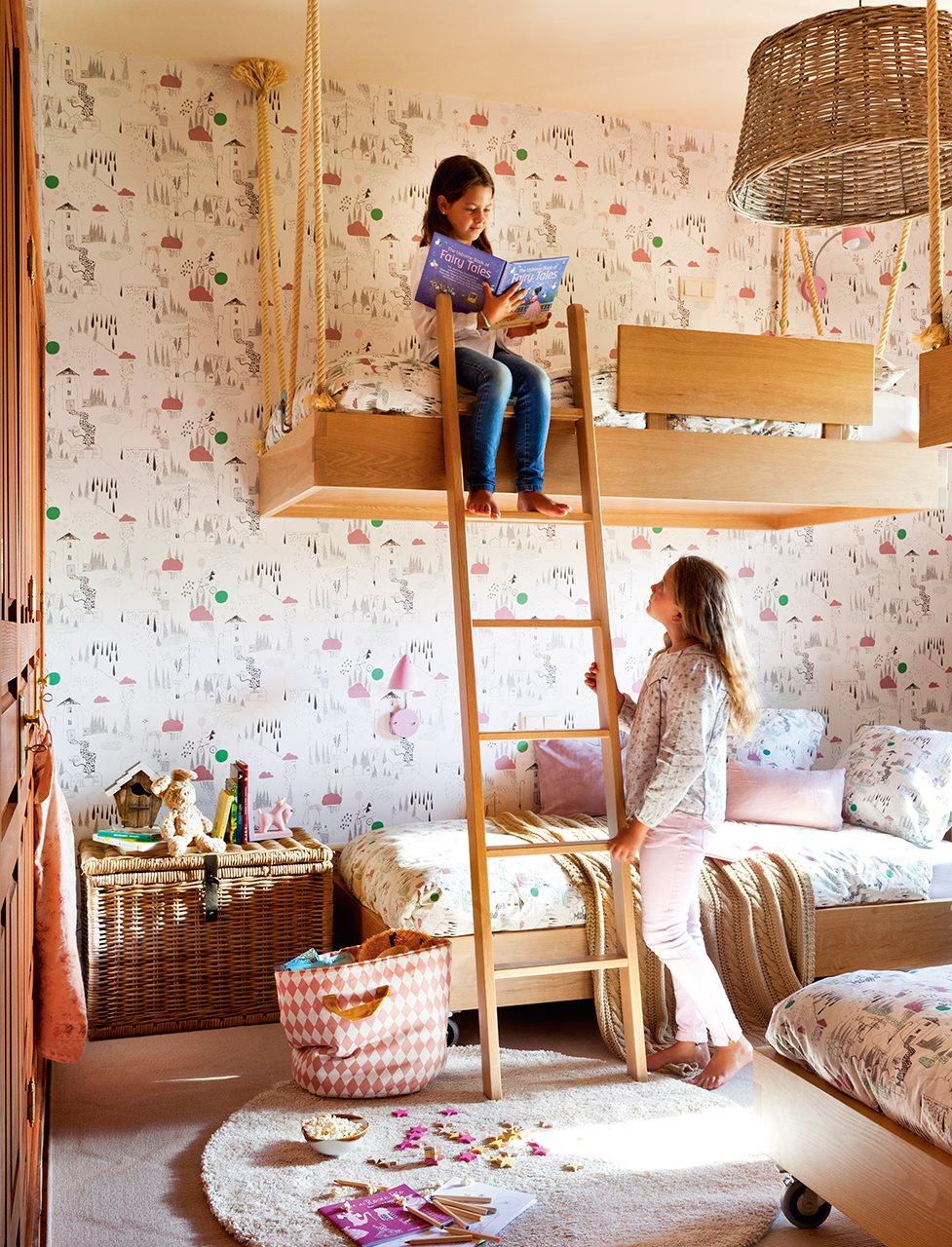 Una habitaci n con camas voladoras for Habitaciones con literas