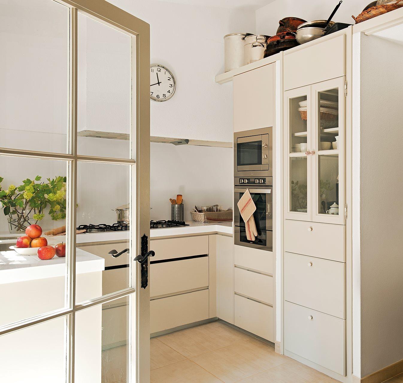 Una cocina mini puede ser perfecta for Muebles de esquina para cocina