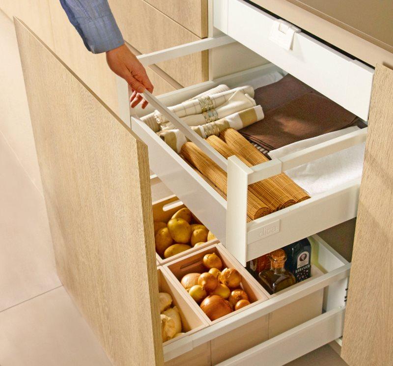 Una cocina mini puede ser perfecta for Cajones para cocina