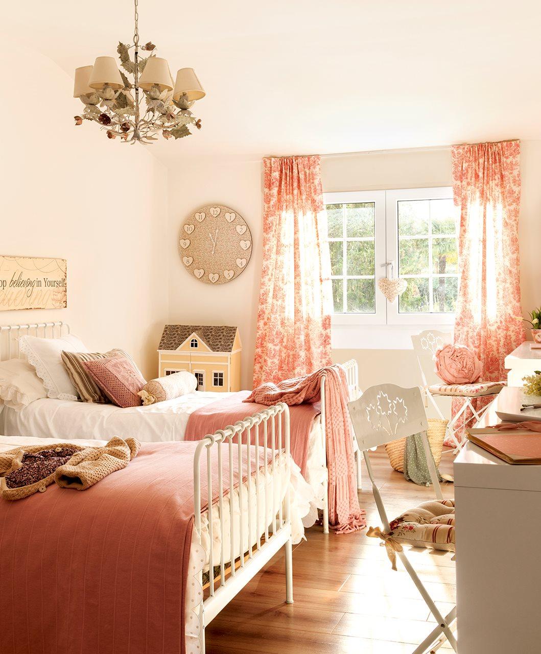 La casa de una estilista de decoraci n en madrid - Cojines para dormitorios juveniles ...