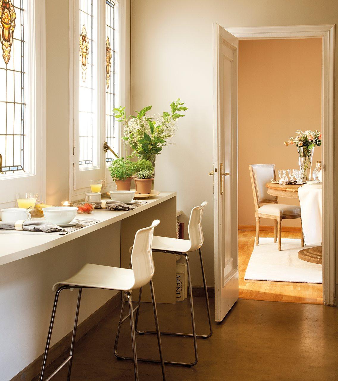 C mo aprovechar el espacio en cocinas peque as for Barras de cocina comedor